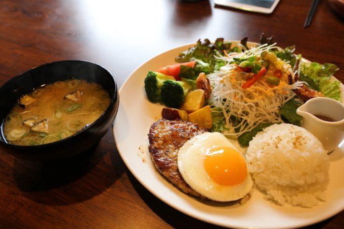 大盛!野菜サラダ「びっくりドンキー」ランチで糖質制限ダイエット?