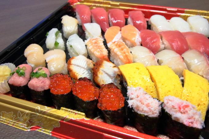 はま寿司の持ち帰り寿司 贅沢セット3人前