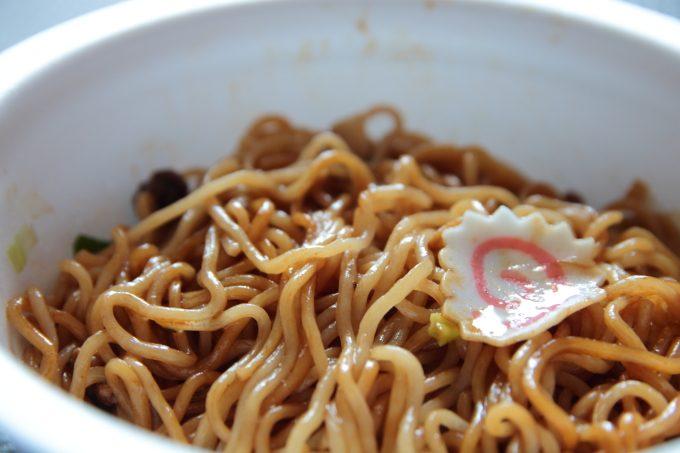 麺がうまい!サッポロ一番「東京油そば」カップ麺を食べてみた。