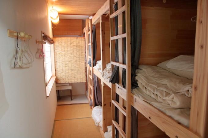 はりまや橋ゲストハウスの二段ベッド
