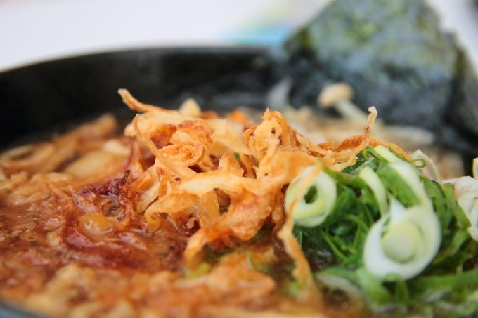 【淡路ハイウェイオアシス】「食事」の定番!?玉ねぎラーメン!