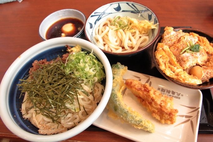 丸亀製麺「旨辛肉つけうどん」と「カツ丼」実食レポート!