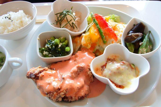 「MISAKIカフェ」高知市。野菜ソムリエおすすめのランチ。