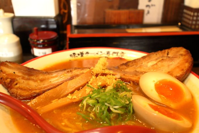 味噌ラーメン専門店「麺屋・國丸」巨大チャーシューの男気ラーメン!