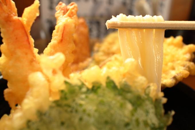 手打ちうどんまるしん「天ぷらおろし」の麺