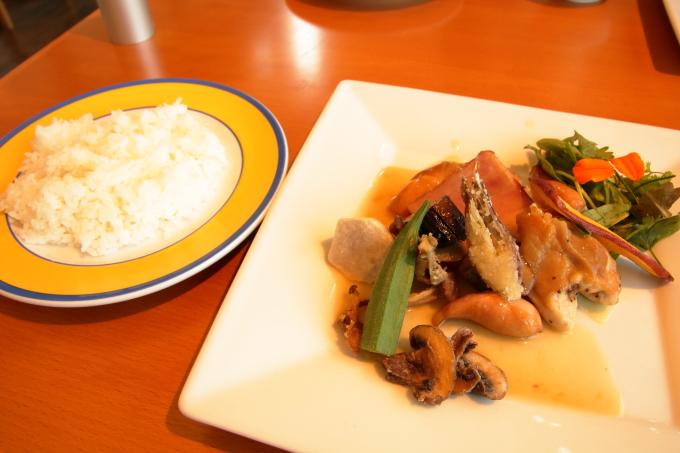 カフェ モネの家「四万十鶏のロースト モネレシピ」とライス