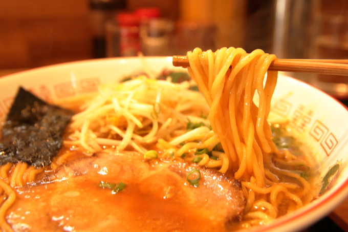中華そば楽「徳島風中華そば」の麺