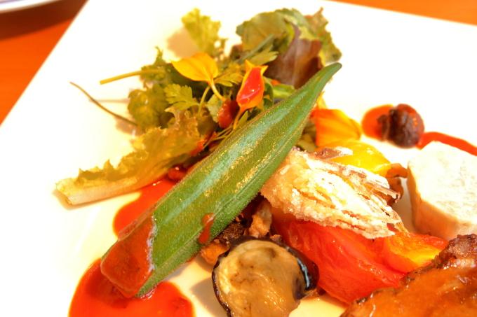 カフェ モネの家「四万十ポーク焦がしバターソテー 北川村ゆずポン酢ソース」の野菜
