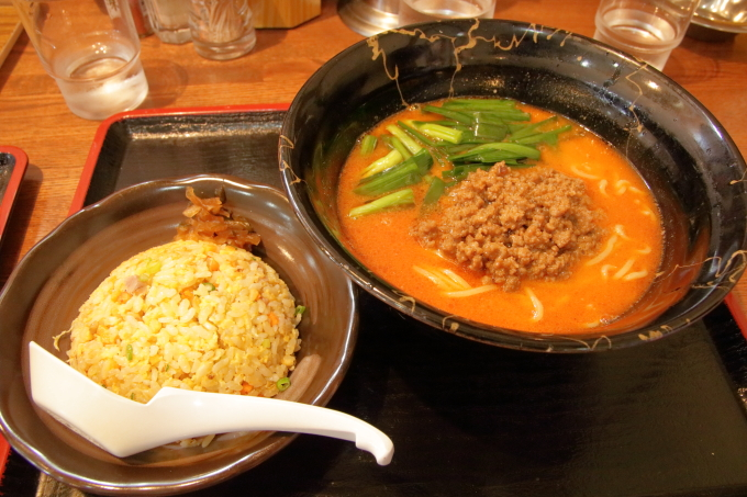 中華そば楽「担々麺」とチャーハン