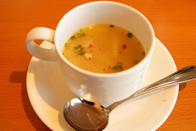 カフェ モネの家の温かいスープ
