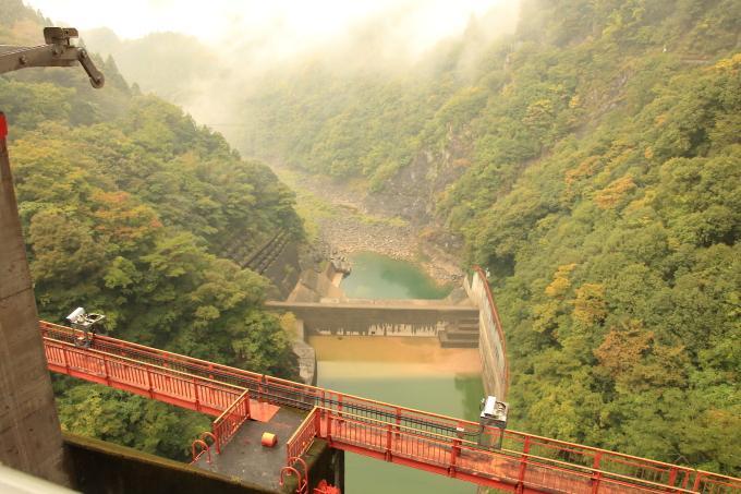 永瀬ダム、香北町側の物部川・高知・香美市物部町