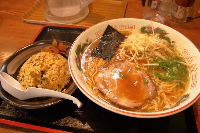 中華そば楽「徳島風中華そば」と「高菜炒飯」