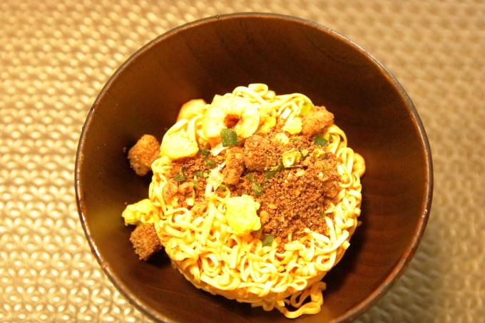 日清「お椀で食べるカップヌードル」作る途中