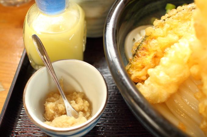 手打ちうどんまるしん「天ぷらおろし」おろし生姜とゆず酢