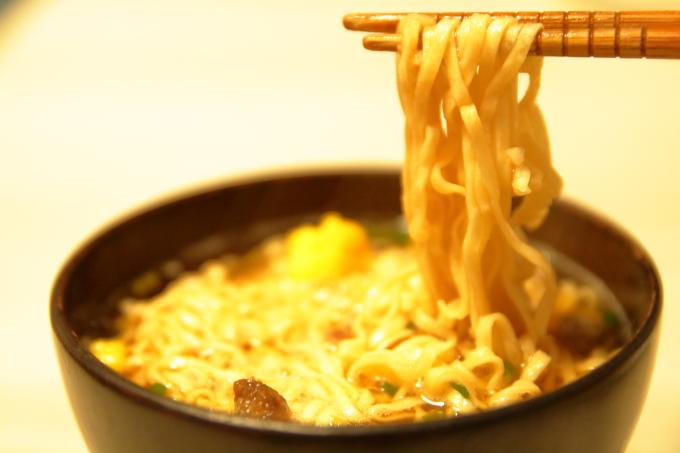 日清「お椀で食べるカップヌードル」の麺