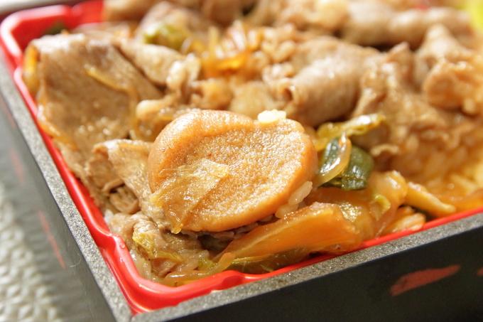 すき家「和牛すき焼き丼」持ち帰り弁当のお麩