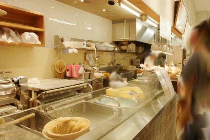 セルフうどんの店・竹清(ちくせい・倉敷市)の店内・セルフレーン