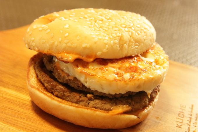 マクドナルドの月食バーガー、バンズとパティ