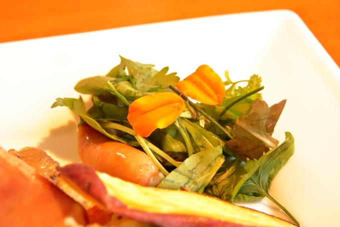 カフェ モネの家「四万十鶏のロースト モネレシピ」食用花