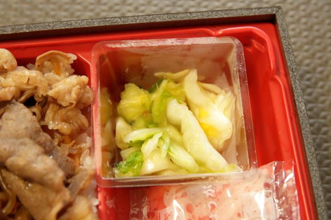 すき家「和牛すき焼き丼」持ち帰り弁当のお漬けもの