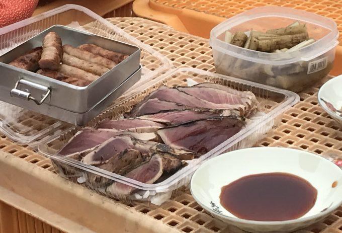 高知県民のカツオ好きは異常。農作業の合間に畑でタタキを食べる!
