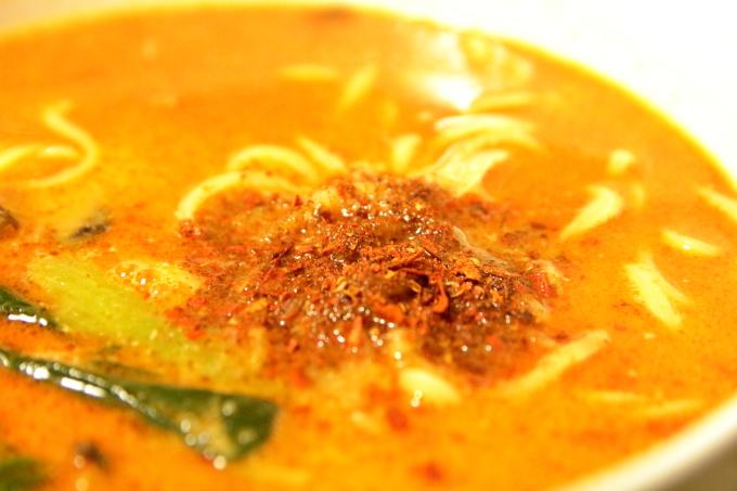 ファミリーマートの冷凍担々麺「胡麻香る担々麺」の花椒