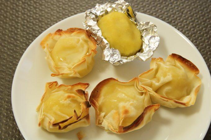 餃子の皮で包んだ「スイートポテト」をオーブントースターで焼く。