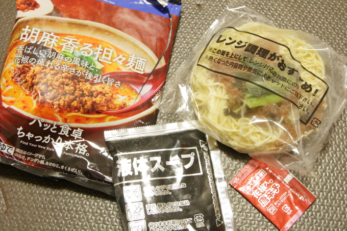 ファミリーマートの冷凍担々麺「胡麻香る担々麺」の中身