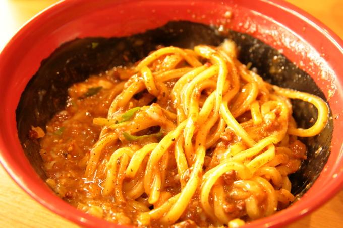 くら寿司 胡麻香る汁なし担々麺を混ぜた