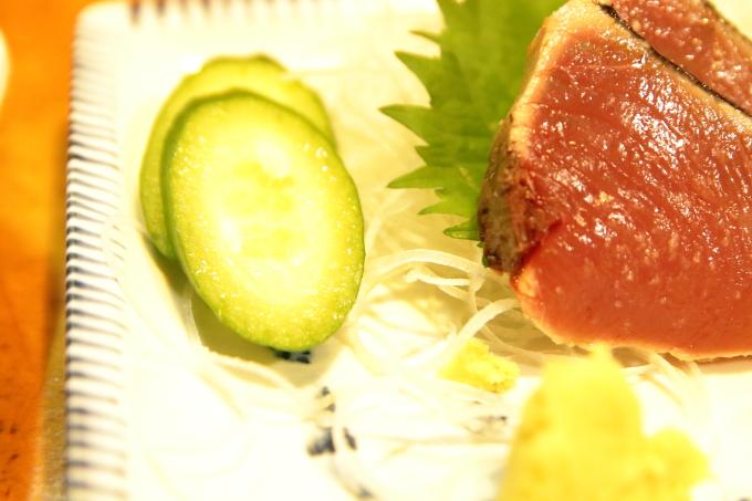 居酒屋大吉 カツオの塩タタキのキュウリ