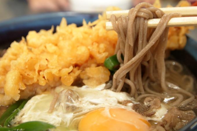 手打ちうどん田吾作のスタミナそばの麺