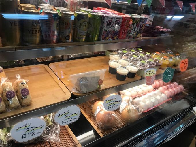 高知県本山町のさくら市 カフェの店内