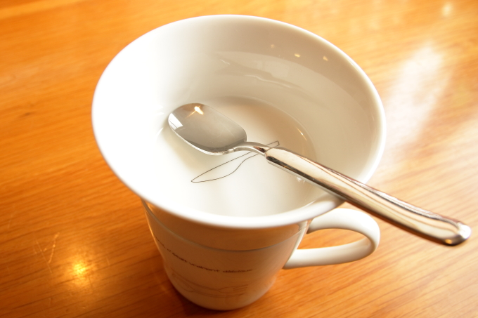 香南市のカフェ テルミツ おしゃれなコーヒーカップ