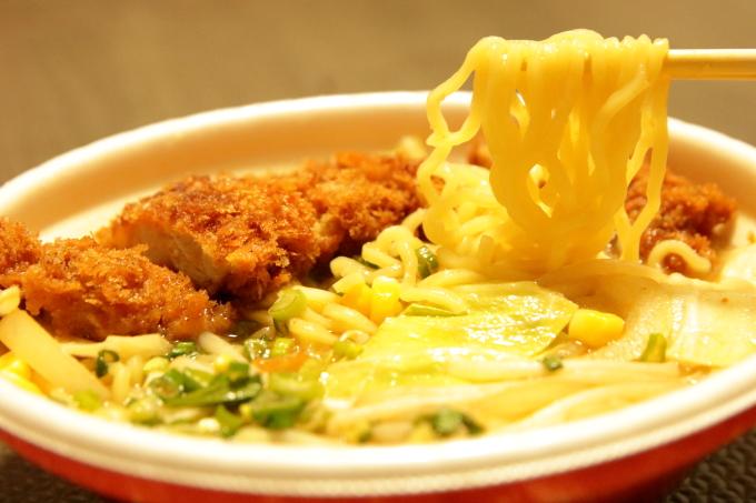 くいしんぼ如月 味噌カツじゃん麺の麺
