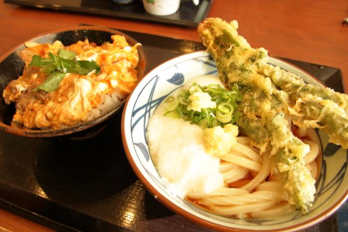 丸亀製麺 とろ玉うどん 牛とじ丼
