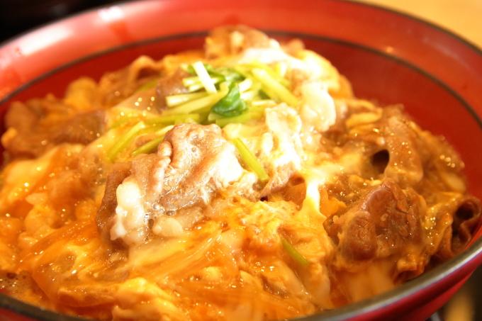 大津SA上り レストラン叡山 近江牛と近江地鶏のたまごとじ丼