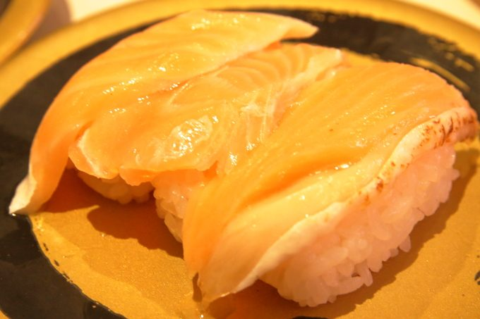 はま寿司のサーモン三種盛り
