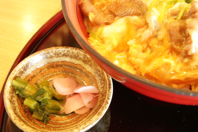 大津SA上り レストラン叡山 近江牛と近江地鶏のたまごとじ丼の漬物