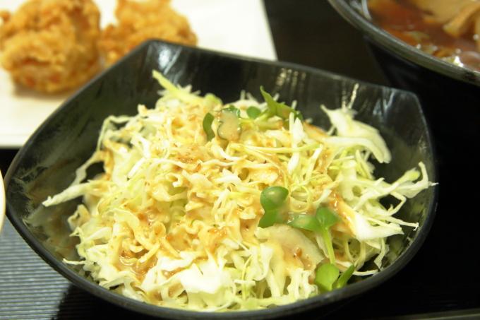 豊浜SA お食事処ひうち灘 醤油ラーメン 唐揚げセットのサラダ
