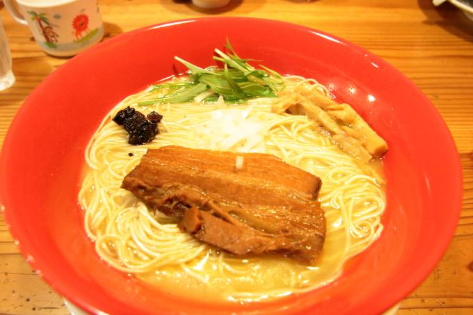 りょう花の鶏白湯ラーメン