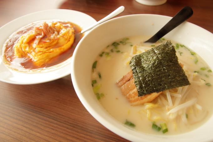 台湾料理福将の豚骨ラーメンと天津飯