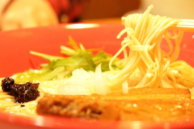 りょう花の鶏白湯ラーメンの細麺