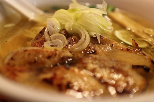 りょう花南国店 鶏塩らー麺 2015年版の鶏チャーシュー