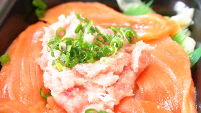 しーふーどん丼丸・サーモンネギトロ丼