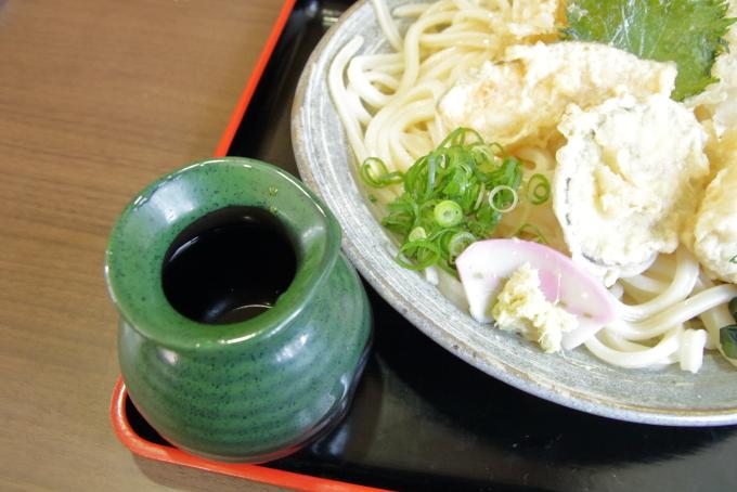 やすきやの冷やし天ぷらうどん