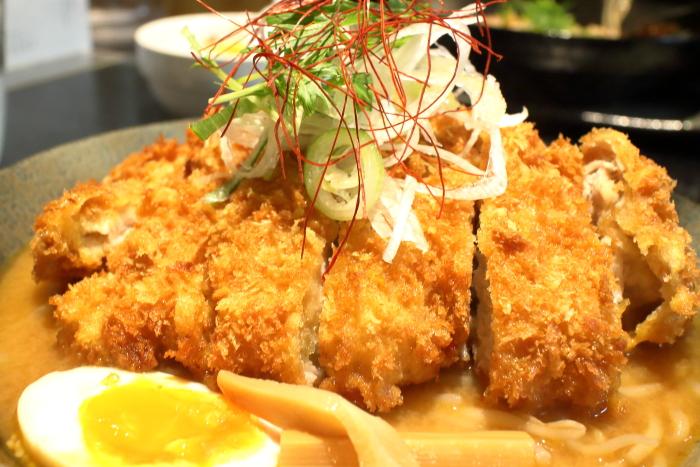 くま若蔵の味噌カツラーメン