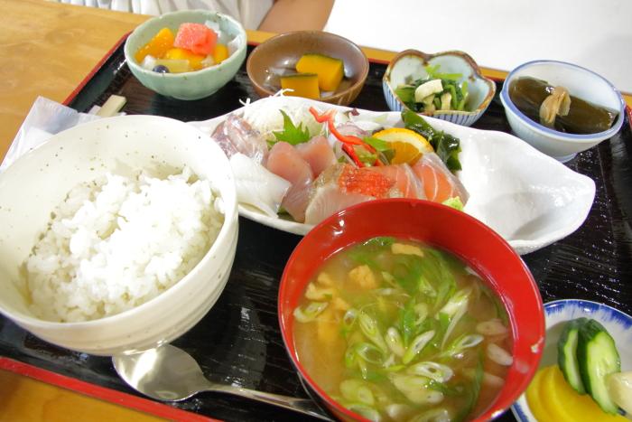 ヤ・シィパーク 池澤鮮魚店 助八 刺身定食