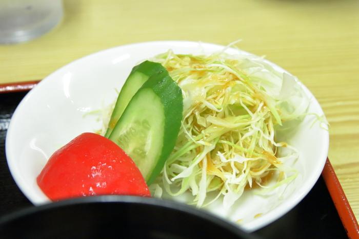 かいだ屋うな重のサラダ