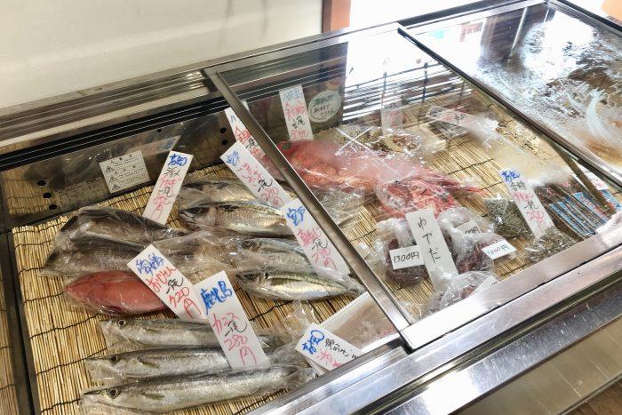 ヤ・シィパーク 池澤鮮魚店 助八の店内