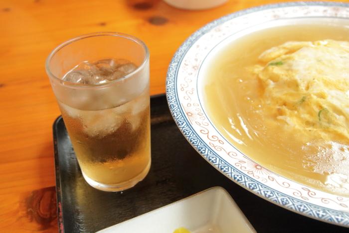 自由軒大津店 天津飯の冷茶